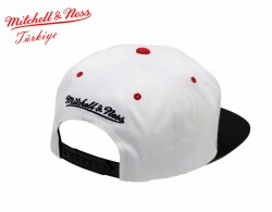 Mitchell And Ness - Mitchell And Ness Chicago Blackhawks Beyaz & Siyah Snapback Cap (1)