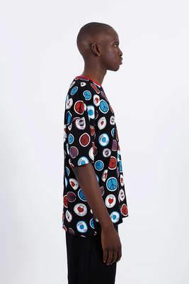 Saw -Button Badges T-Shirt Siyah